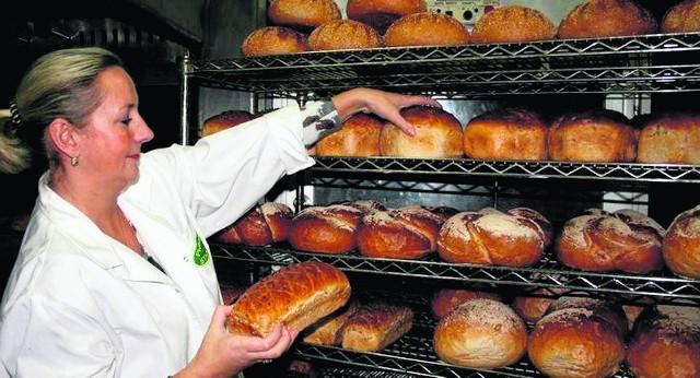 Marlena Szczęsna: - Kiedyś chleb dzielił się na zwykły i razowy. Dziś gatunków pieczywa jest tak dużo, że każdy może znaleźć coś dla siebie. Sprzedaż naturalnego wzrasta. To efekt wzrostu świadomości. Coraz więcej konsumentów chce dbać o zdrowie