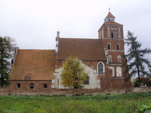 Budowę tej gotyckiej świątyni w Nieszawie rozpoczęto prawdopodobnie w 1460 r., czyli jednocześnie z lokacją nowego miasta, które w średniowieczu było kilkakrotnie przenoszone wzdłuż Wisły. Na kolejnych zdjęciach prezentujemy wszystkie miejskie kościoły gotyckie w naszym regionie, w dawnym państwie polskim