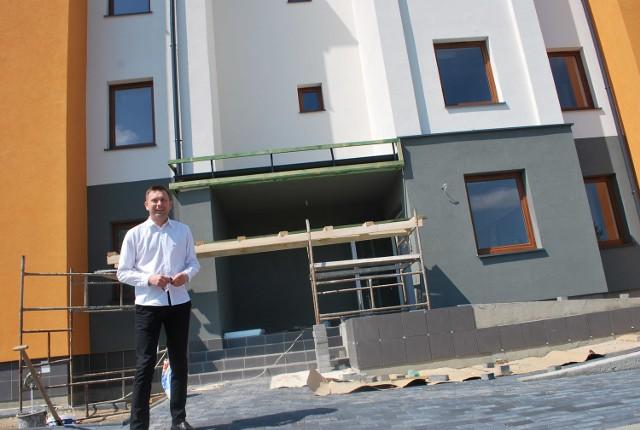 - Koniec budowy planowany jest na 20 czerwca – informuje Piotr Świderski, burmistrz Różana. - Wnioski od mieszkańców przyjmujemy do 30 maja.