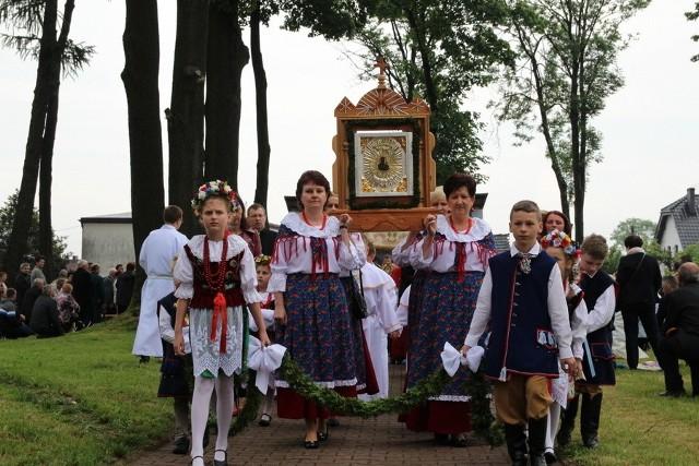 Jubileusz 300-lecia odnalezienia Cudownego Medalionu Matko Boskiej Lubeckiej zgromadził rzeszę wiernych