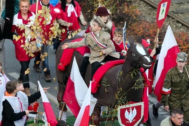 Radosne parady niepodległości przyciągają tysiące wrocławian