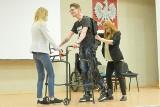 W Poznaniu na AWF można obejrzeć egzoszkielet. Dwóch biegaczy w egzoszkieletach pobiegnie w Wings for Life World Run