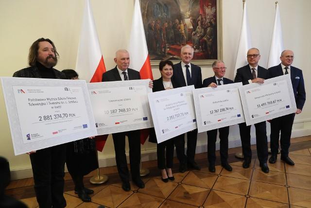 Jarosław Gowin przywiózł 40 milionów złotych dla łódzkich uczelni.