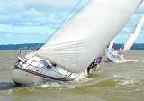 Regaty o Puchar Trzech Marszałków na Zalewie Wiślanym z wiatrem i wysoką falą