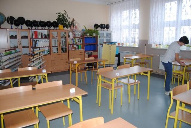 Przygotowania do próbnego egzaminu ósmoklasisty w szkole w Bebelnie.