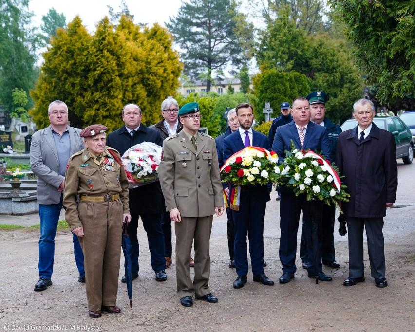 W sobotę, 18 maja, przypada 75. rocznica bitwy o Monte Cassino. Z tej okazji w piątek w Białymstoku odbyła się uroczystość pod Pomnikiem Sił Zbrojnych na Zachodzie. W hołdzie uczestnikom tej zwycięskiej walki – w imieniu prezydenta Białegostoku Tadeusza Truskolaskiego – zostały złożone kwiaty.