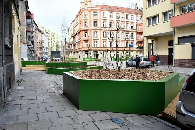 Na ul. Żeromskiego we Wrocławiu także staną skrzynki z roślinami?
