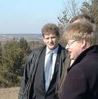 Wójt Józef Laskowski (w środku) będzie rządził gminą przez kolejne dwa lata. Raczej wątpliwe, żeby porozumiał się z radą.