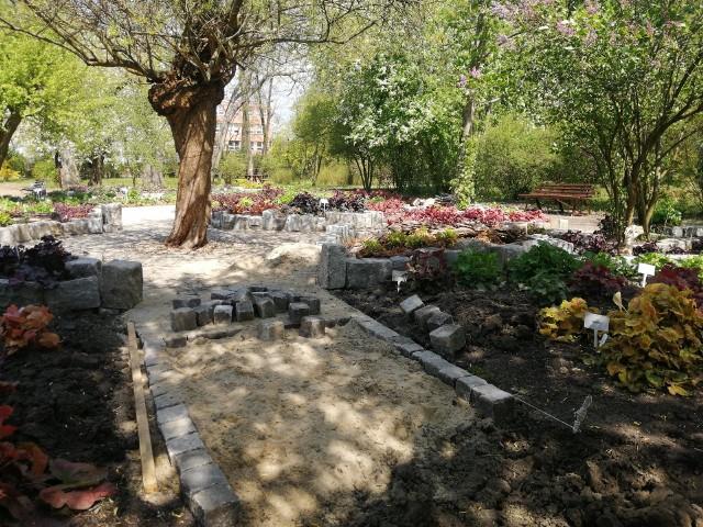 Miejski Ogród Botaniczny przygotowuje się do otwarcia, jednak obecnie odwiedzający mogą skorzystać tylko ze spaceru onlineZobacz kolejne zdjęcia. Przesuwaj zdjęcia w prawo - naciśnij strzałkę lub przycisk NASTĘPNE