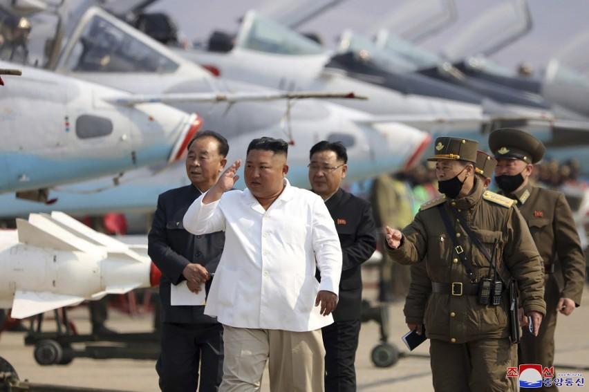 Zdjęcie opublikowane przez północnokoreański rząd. ma...