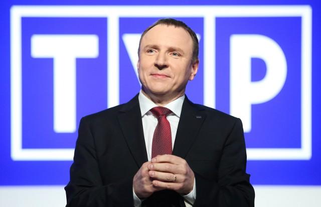 Prezes TVP Jacek Kurski niejednokrotnie spotykał się z krytyką dotyczącą głównego programu informacyjnego TVP - Wiadomości.