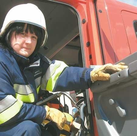 Marta Radkiewicz jest urzędniczką, a gaszenie pożarów to jej pasja. - Nie potrafiłabym już żyć inaczej - podkreśla.