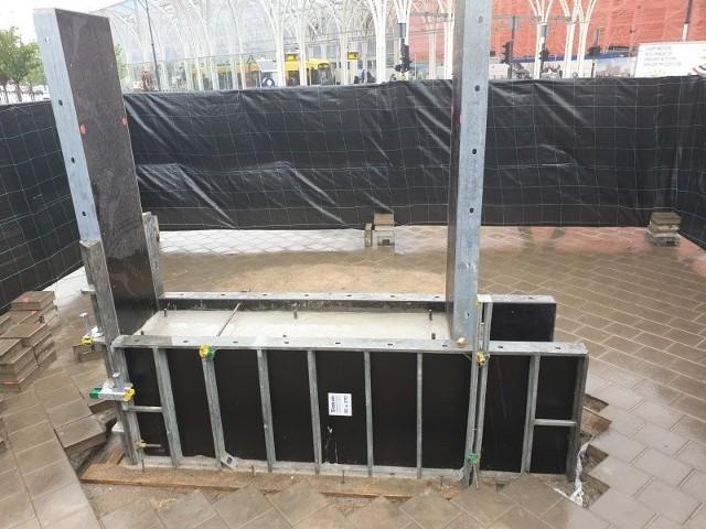 Beton na cokół pomnika został wylany kilka dni temu.