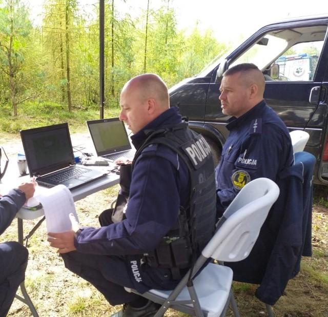 Tak wygląda praca opolskiego zespołu poszukiwawczego.