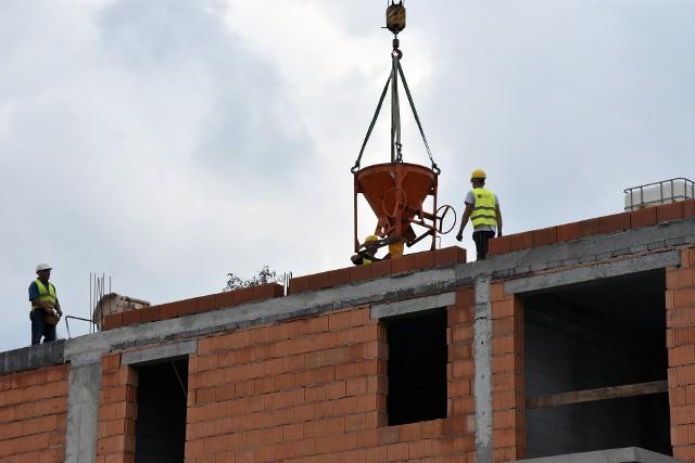 Najlepiej sytuację gospodarczą oceniają właściciel małych firm budowlanych istniejących powyżej 4 lat