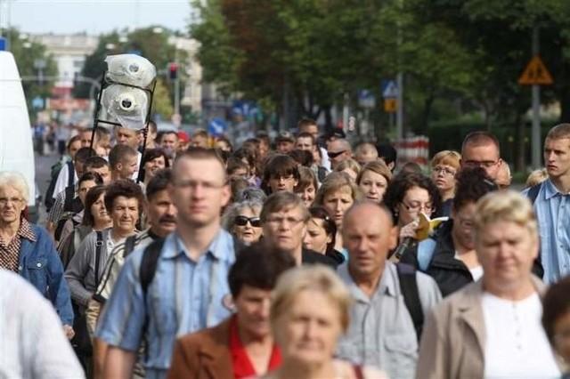 Co roku w sierpniu setki wiernych chcą przeżyć duchowe rekolekcje w drodze do sanktuariów