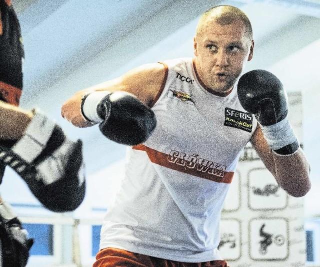 """Krzysztof """"Główka"""" Głowacki  na zawodowym ringu stoczył dotychczas 25 walk, wszystkie wygrał"""