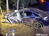 To był czarny weekend na stargardzkich drogach. W niedzielny wieczór w Smogolicach pod Stargardem audi uderzyło w drzewo. Dwie osoby ranne