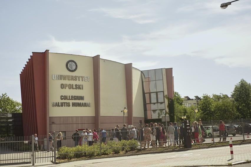 15 lipca 2020 r. oficjalnie Państwowa Medyczna Wyższa Szkoła Zawodowa w Opolu została połączona z Uniwersytetem Opolskim. Na budynku byłej PMWSZ odsłonięto uroczysty napis.