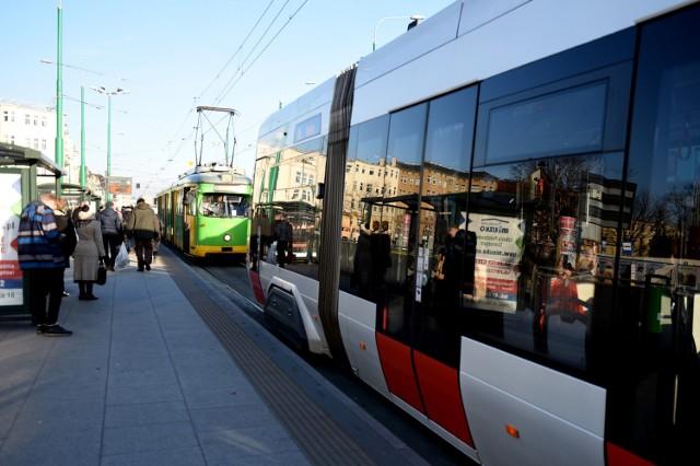 Coraz więcej osób jeździ tramwajami i autobusami