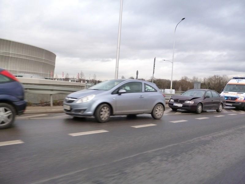 Wypadek pod stadionem miejskim. Zderzyły się trzy samochody (FOTO)