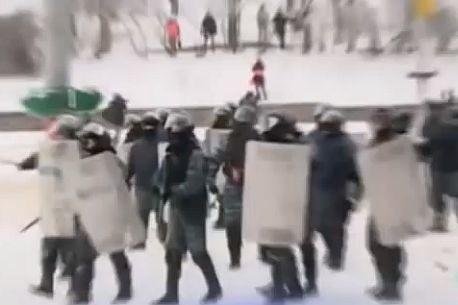 Ukraińcy ciągle walczą z milicją na Majdanie