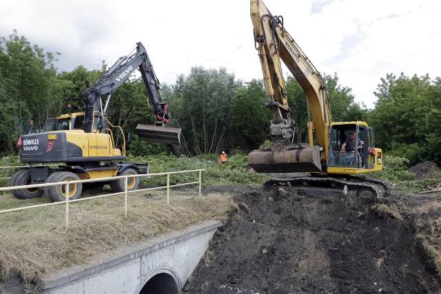 Roboty przy budowie nowej drogi w Grudziądzu prowadzi Przedsiębiorstwo Robót Drogowych ze Starogardu Gdańskiego. Na razie prace nie powodują one większych  utrudnień w ruchu, ale to się zmieni