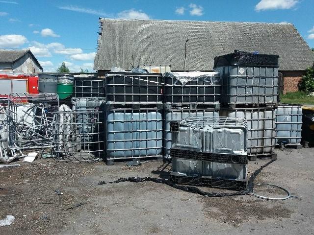 Właściciel terenu po byłych PGR-ach w Nielubiu nie zutylizował chemikaliów w terminie wyznaczonej przez wójta decyzji. Zobowiązał się jednak, że zrobi to najszybciej jak się da