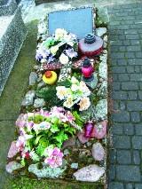 Chirurg Julian Charin zjechał pół świata, by trafić na cmentarz do Topczewa. Dopiero tu znalazł spokój