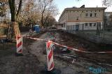 Trwa przebudowa drogi dojazdowej do przedszkola na ul. Chociszewskiego na Łazarzu. Powstanie też nowy chodnik