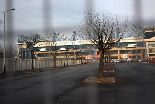 Teren, na którym ma powstać parking dla autokarów stanowi wydzieloną część parkingu południowego (od strony al. 3 Maja) przy Stadionie Miejskim im. Henryka Reymana.