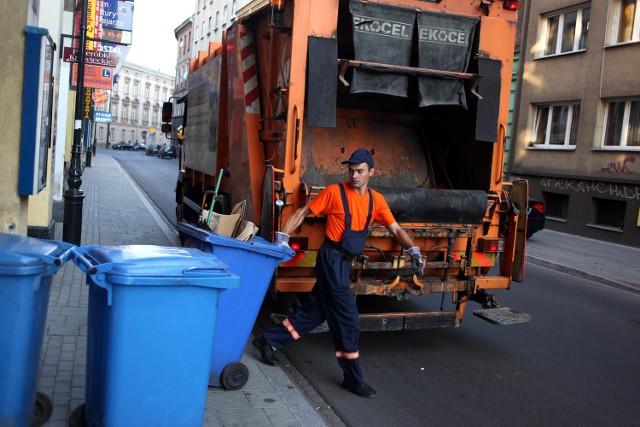 Nowy burmistrz Mszany Dolnej liczy, że niebawem wszyscy mieszkańcy miasta będą płacić mniej za odbiór śmieci. - Wszystko zależy od zakończenia procedury przetargowej - mówi Józef Kowalczyk