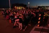 Tłumy w nocnym kinie na dachu Renomy [ZDJĘCIA]
