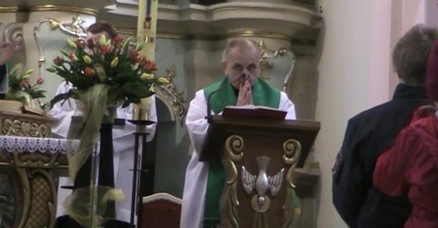 Ksiądz wygłosił w niedzielę oświadczenie, w którym zaprzeczył, że uderzył 10-letniego Kubę