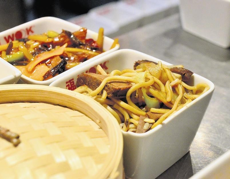 Kuchnia Chińska Pali Ogniem Uspokaja Miodem Głos