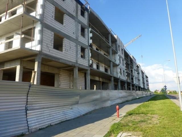 Budowa mieszkańW ramach programu Mieszkanie dla Młodych dopłaty można otrzymać tylko na lokale z rynku pierwotnego. Mimo to program cieszy się dużym zainteresowaniem. Do 15. stycznia  BGK zaakceptował 150 (z 400, które wpłynęły) wniosków wartych 3 mln 222 tys. zł.