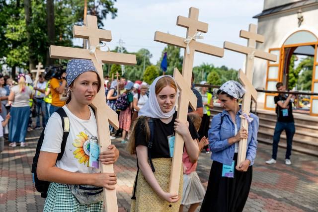 Piesza pielgrzymka na Grabarkę 2021. Kilkuset pątników ruszyło z Białegostoku w drogę na Świętą Górę