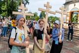 Piesza pielgrzymka na Grabarkę 2021. Kilkuset pątników ruszyło z Białegostoku w drogę na Świętą Górę  (zdjęcia)