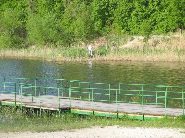 Od kilkunastu lat, kolejne samorządy Nowej Dęby planują zagospodarowanie miejscowego zalewu. Efekt jest taki, że teren wykorzystywany dawniej do masowej rekreacji i wypoczynku, dziś służy wyłącznie wędkarzom.