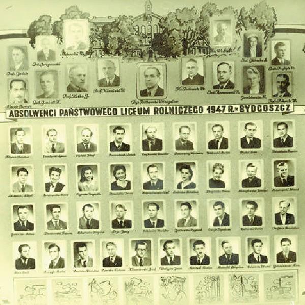 Profesorowie i absolwenci Liceum Rolniczego w 1947 roku.