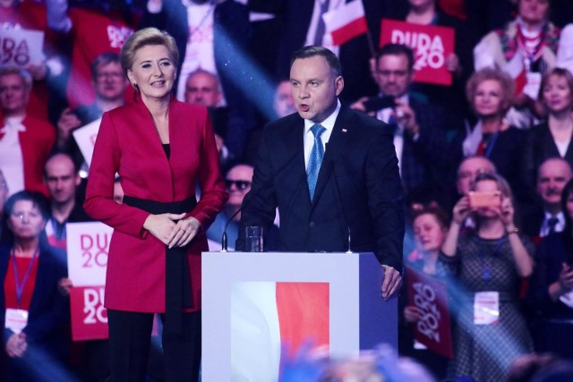 Z przedwyborczego sondażu wynika, że wyścig do Pałacu Prezydenckiego nie rozstrzygnie się w pierwszej turze.