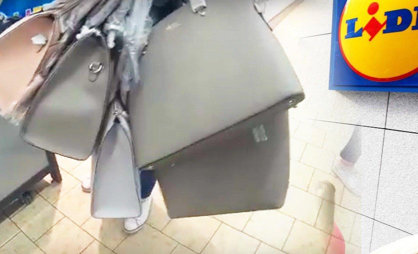 756bf44acb252 Niektóre panie brały po kilka torebek na raz. Czekał je więc niezły  wydatek. Brały