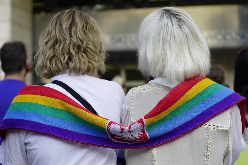 """Stanowisko biura ZMP w sprawie """"stref wolnych od LGBT"""" spotkało się z krytyką prezydenta Jacka Jaśkowiaka oraz poznańskiej radnej Doroty Bonk-Hammermeister."""