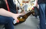 """Polacy piją coraz więcej alkoholu. """"Alkoholik to ktoś, kto zakochał się w swoim śmiertelnym wrogu"""""""