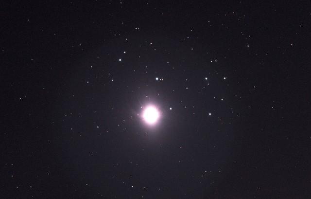 Wenus na tle Plejad, zdjęcie naszego Czytelnika