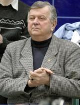 Mirosław Glapa, były prezes DZPS - siedzi w swoim ogrodzi i patrzy na dolnośląską siatkówkę