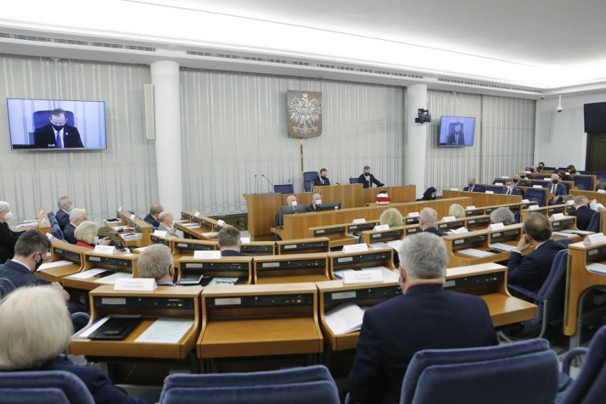 Senat przyjął ustawę ratyfikacyjną ws. Funduszu Odbudowy bez poprawek. Nie będzie preambuły, której chciała opozycja