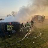Wilenko. Pożar samochodu osobowego na drodze serwisowej A2. Strażacy walczyli z ogniem