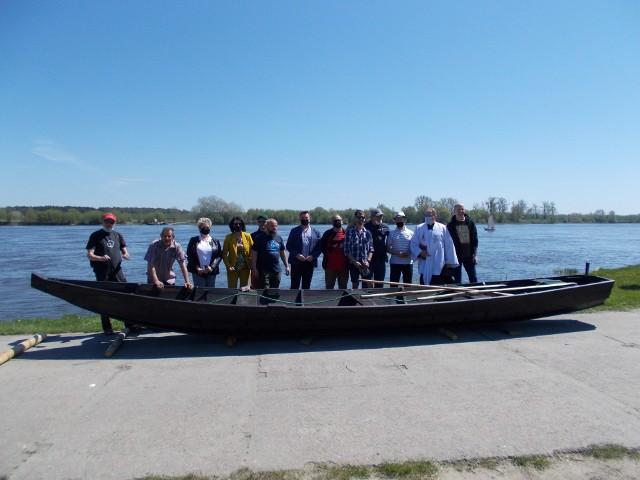 Łodzie zostały spławione na przystani w Nieszawie