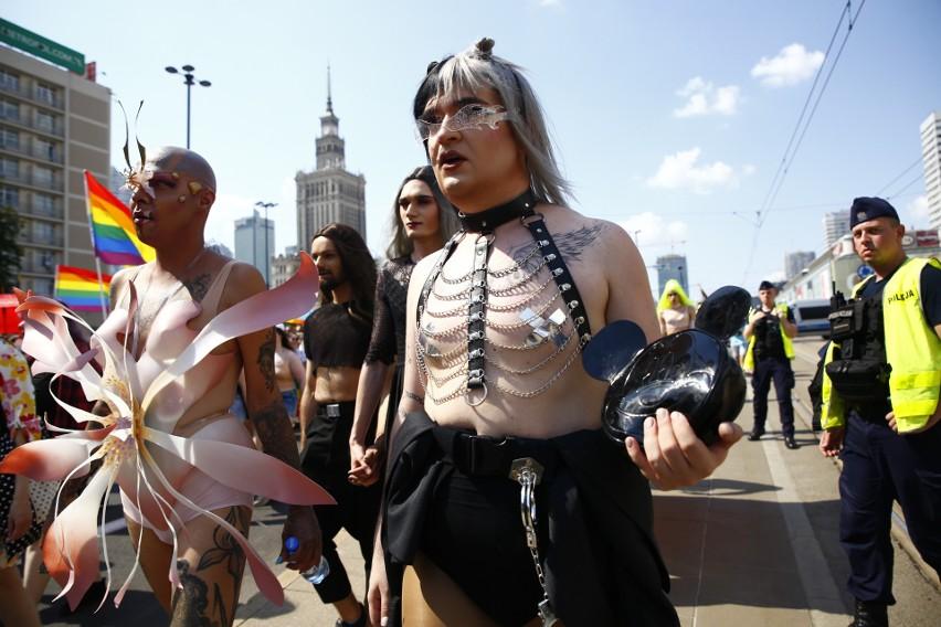 Parada Równości 2021 [ZDJĘCIA] Tęczowy marsz przeszedł ulicami Warszawy